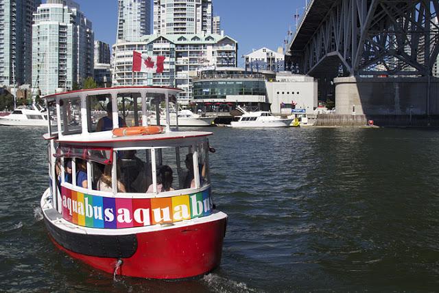 Passeio de Aquabus pela False Creek em Vancouver