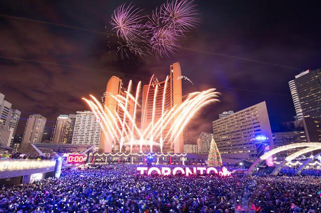 Ano-novo em Toronto na Nathan Phillips Square